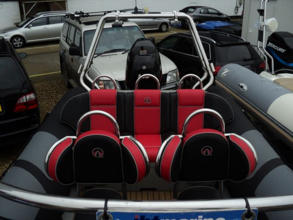 stock - ribquest 6.3 mtr with suzuki df140 - console looking aft_l