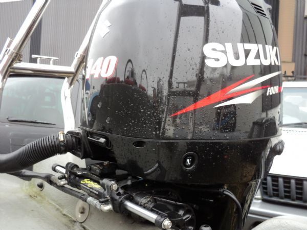 stock - ribquest 6.3 mtr with suzuki df140 - engine and steering_l