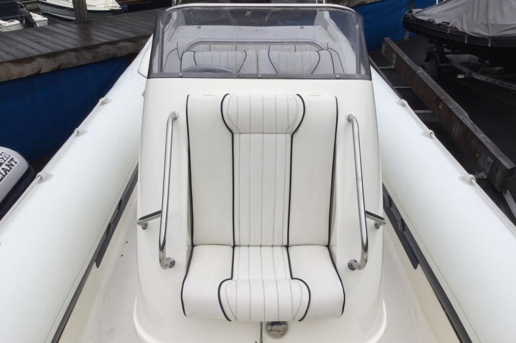 1629 - Brokerage - Cobra 8.6 RIB with Mercury Verado 275 engine - Bow seating