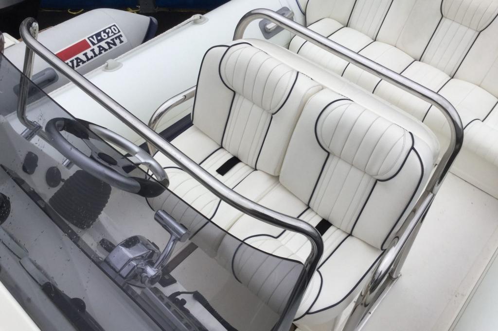 1629 - Brokerage - Cobra 8.6 RIB with Mercury Verado 275 engine - Helm seating