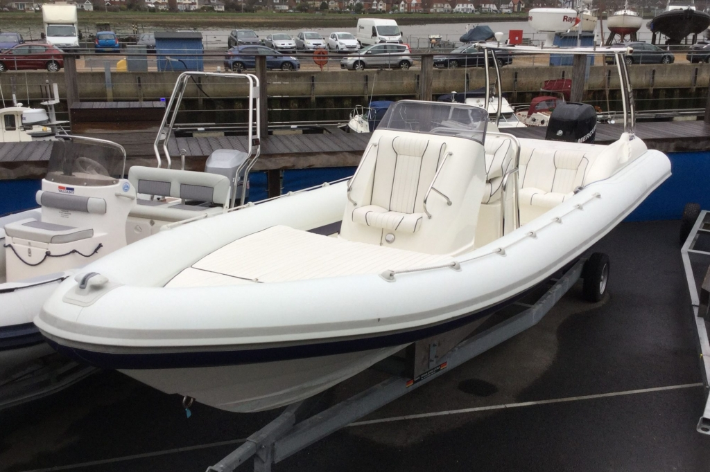 Click to see Cobra Ribs 8.6 Mercury Verado 275hp  2007