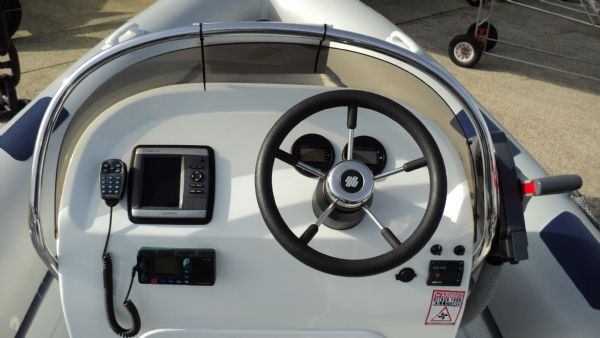 stock - 1352 - ribeye 600 rib with yamaha f115aet engine - console from helm_l
