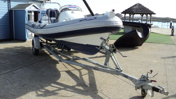 stock - 1352 - ribeye 600 rib with yamaha f115aet engine - trailer_l