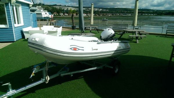 ribeye-310-rib-whole-boat-bow-with-umbrella-down-l - thumbnail.jpg