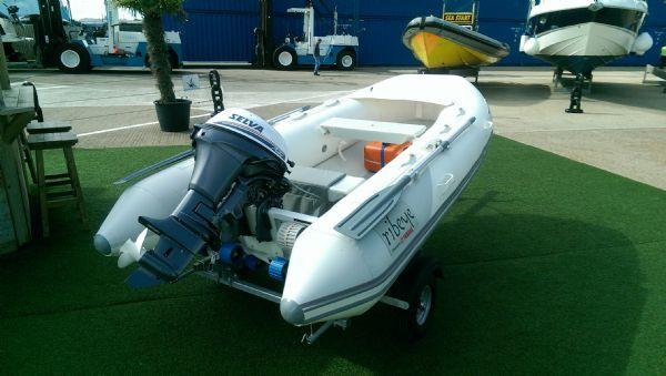 ribeye 310 rib whole boat stern with umbrella down_l