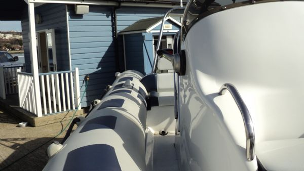 stock - 1347 - ribeye 600 rib with yamaha f115aet - starboard walkway_l