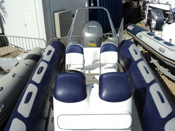 avon 560 rib with honda 115 outboard motor - bow to stern_l
