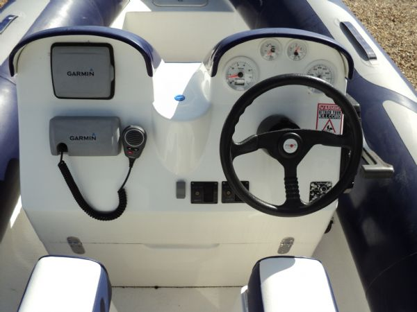 avon 560 rib with honda 115 outboard motor - helm_l