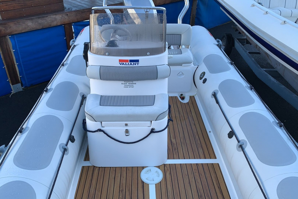 1624 - Stock - Valiant 620 RIB with Mercury Optimax 150 engine and trailer - Console seat