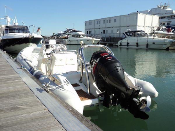 cobra 7.5 rib with suzuki 250 - from rear port side on sunny day_l