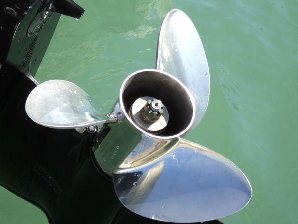 cobra 7.5 rib with suzuki 250 - propeller_l
