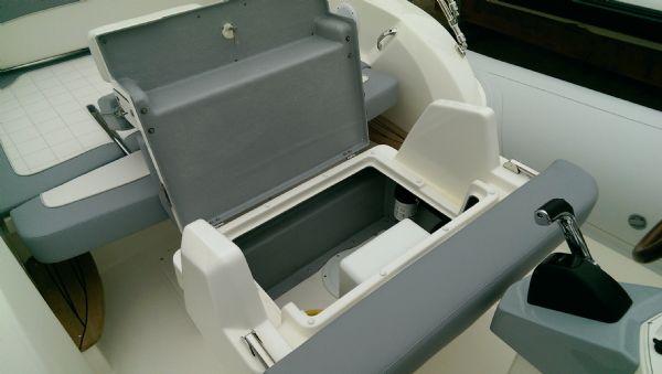 marlin 23 rib with yamaha f300 - helm seat open 2_l
