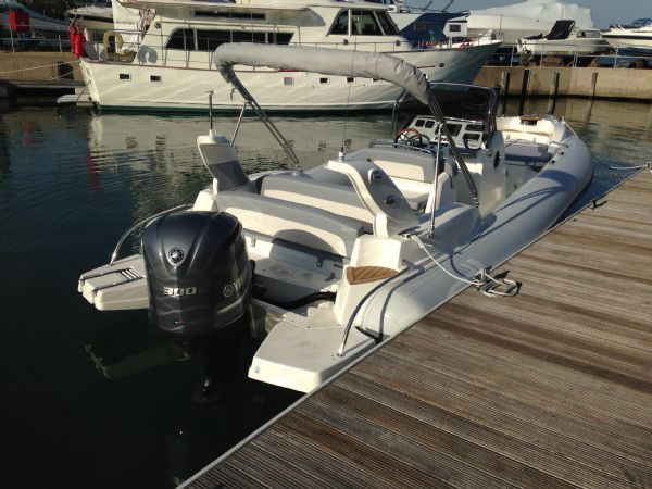 marlin 23 with yamaha 300 - moored up 2_l