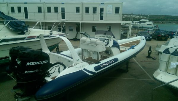 scorpion 8.5m rib with twin mercury 225 (2)_l