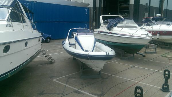 scorpion 8.5m rib with twin mercury 225 (25)_l
