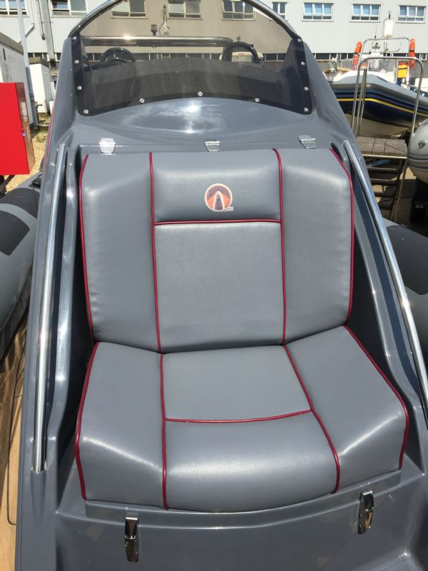ribquest 7.3 rib with suzuki df250 and trailer - console seat_l