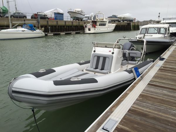 ballistic 6.5m rib with yamaha f200hp outboard engine - bow to stern in water_l