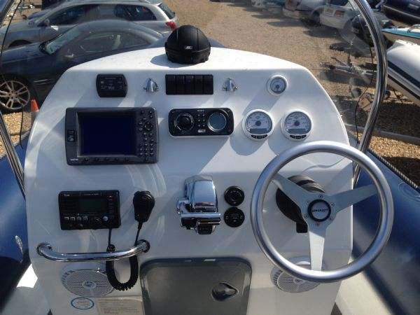 ribcraft 6.8 with mercury 200hp console_l
