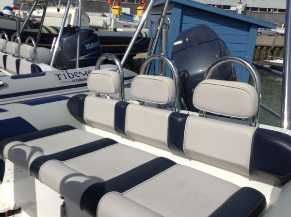 ribeye 5.5m rib with yamaha 100hp bench_l