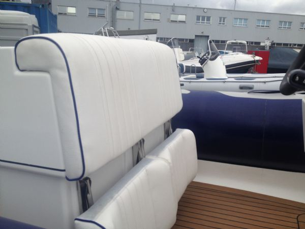 avon 620 with yamaha 150hp outboard helm post_l