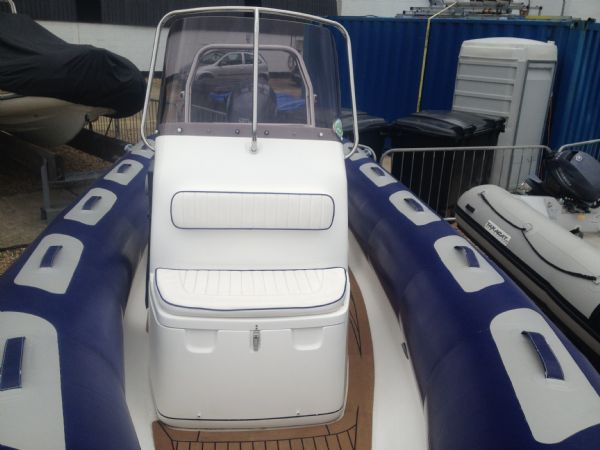 avon 620 with yamaha150hp outboard console_l