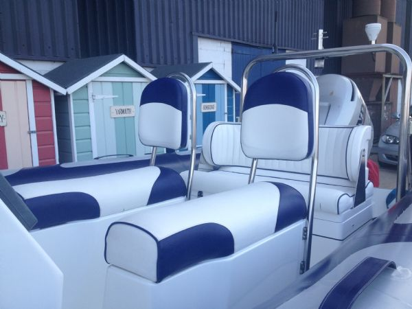 avon 620 with honda 130hp outboard seating_l