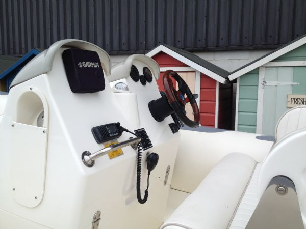 avon620withyamaha115hp console_l