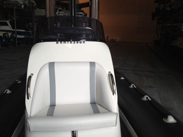 hydromax 7.5 merc 200 console seat(1)_l