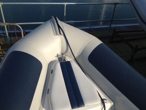 ballistic 5.5m with evinrude 90hp bow_l