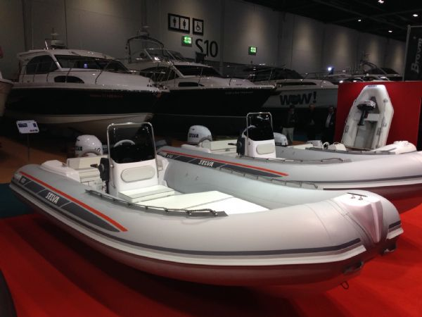 selva500 with selva60hp starboard_l