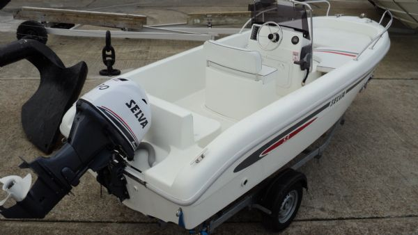 selva 530 hard with selva 70 engine - from rear starboard quarter_l