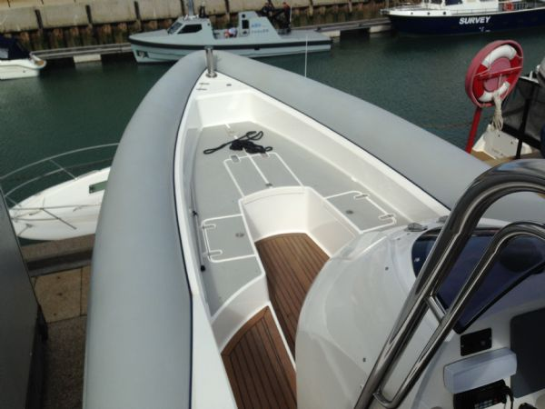 cougar r11 rib with twin yanmar 260hp - bow seating_l