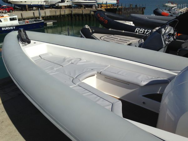 cougar r11 rib with twin yanmar 260hp - bow seating with cushions_l