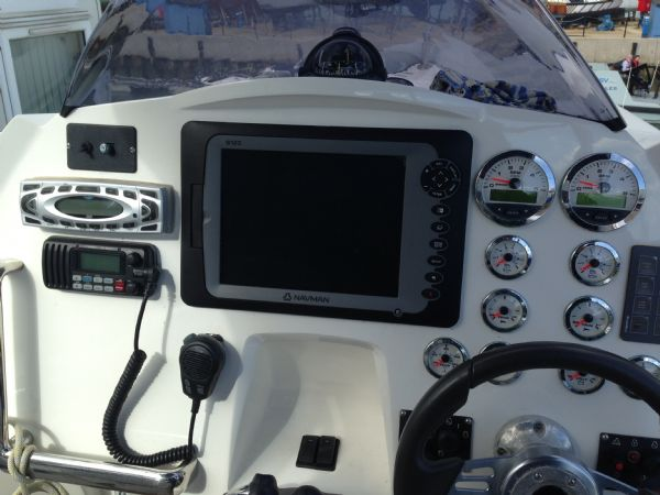 cougar r11 rib with twin yanmar 260hp - console_l