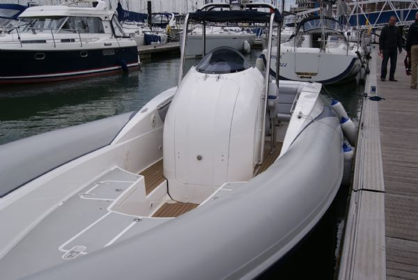 cougar r11 with twin yanmar 260hp - bow_l