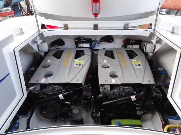 cougar r11 with twin yanmar 260hp - engines_l