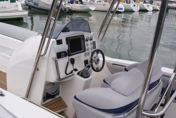 cougar r11 with twin yanmar 260hp - equipment_l