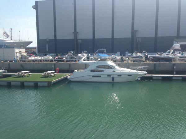 sealine f37 motor yacht with twin volvo kamd 44p-b diesel engine - distance_l
