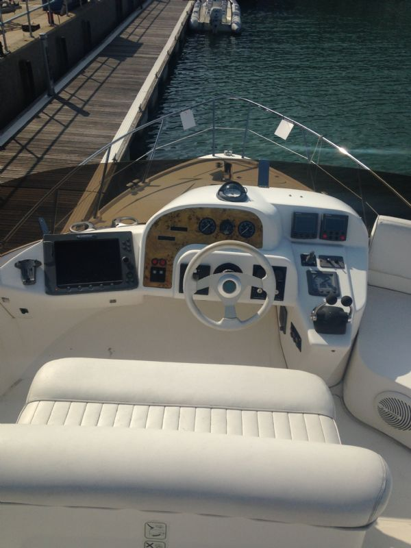 sealine f37 motor yacht with twin volvo kamd 44p-b diesel engine - flybridge helm_l