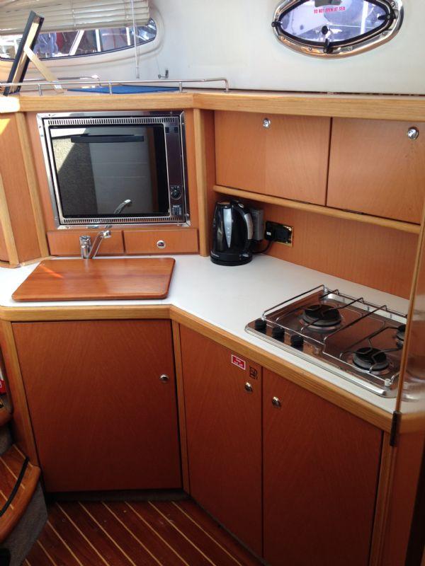 sealine f37 motor yacht with twin volvo kamd 44p-b diesel engine - galley_l