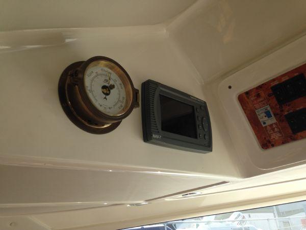 sealine f37 motor yacht with twin volvo kamd 44p-b diesel engine - instruments_l
