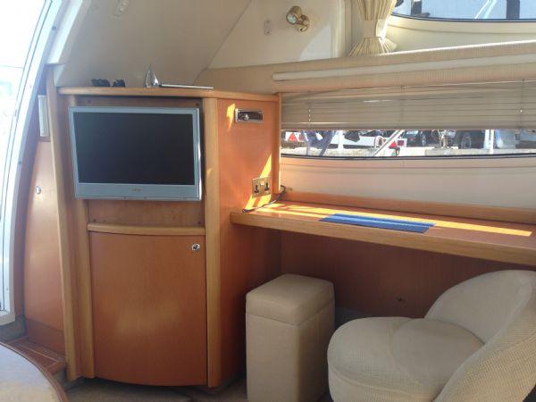 sealine f37 motor yacht with twin volvo kamd 44p-b diesel engine - tv_l