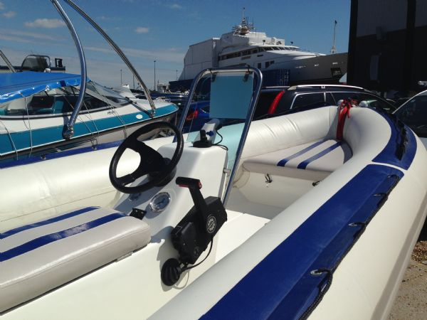 walker bay wildcat rib with evinrude 75 - console_l