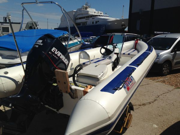 walker bay wildcat rib with evinrude 75 - rear_l