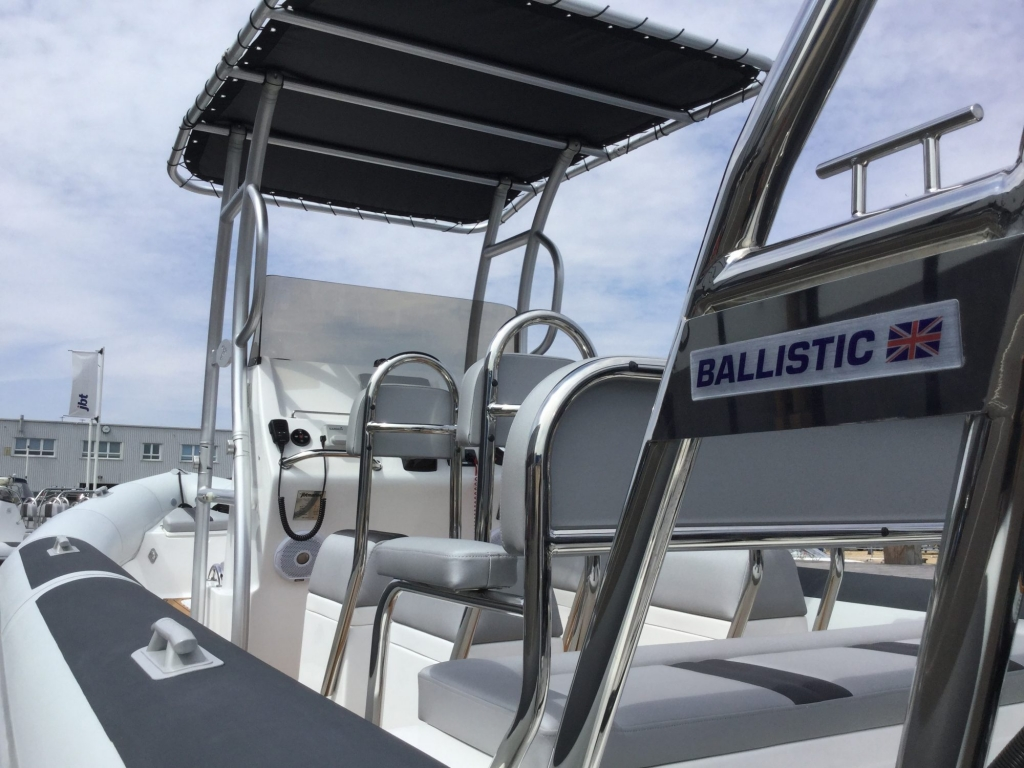 Custom - Ballistic 7.8 RIB with twin Yamaha F175CETX engines - Looking forward