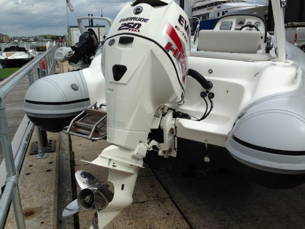 pascoe sr7 rib with 2013 evinrude 250 ho - rear (2)_l