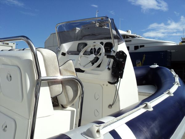 cobra 6m rib with mariner 135 outboard - helm_l