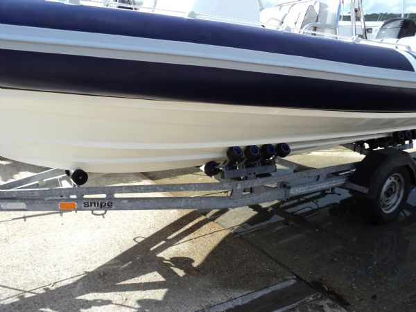 cobra 6m rib with mariner 135 outboard - hull_l