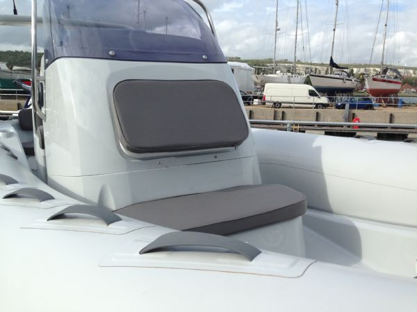 brig eagle 650 rib with suzuki df 150 - console seat_l
