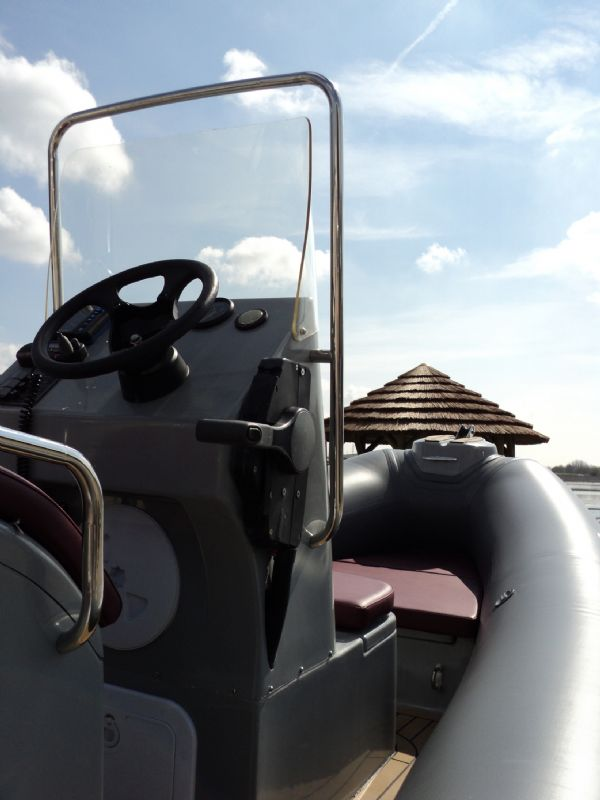 azure 520 rib with honda 75hp outboard engine - console 4_l